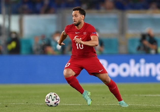 """Calhanoglu criticised by papers after performance vs. Italy: """"Has anyone seen him?"""" - Bóng Đá"""