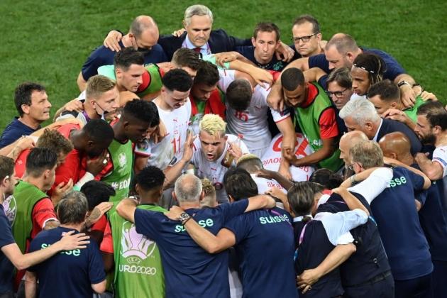 Arsene Wenger noticed what Arsenal's Granit Xhaka did before penalties last night - Bóng Đá