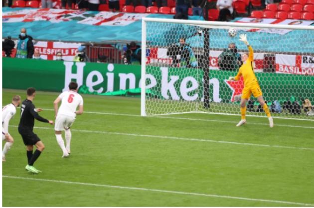 Ferdinand: Những thủ môn giỏi đều sẽ thực hiện những pha cứu thua tương tự