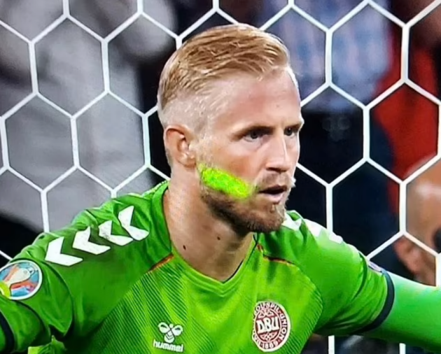 'They want banning for LIFE': Stan Collymore leads the calls for fan who shone a laser in Kasper Schmeichel's face before  - Bóng Đá