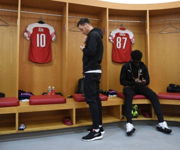 Mesut Ozil sends message to former Arsenal team-mate Bukayo Saka over Euro 2020 penalty miss and racist abuse - Bóng đá Việt Nam