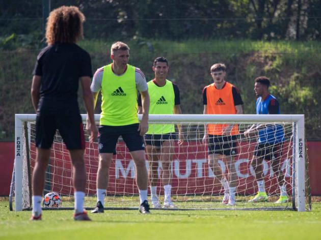 hình Ronaldo tập với Man Utd - Bóng Đá