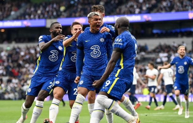 Roy Keane felt Chelsea against Tottenham was like watching 'men v boys' - Bóng Đá