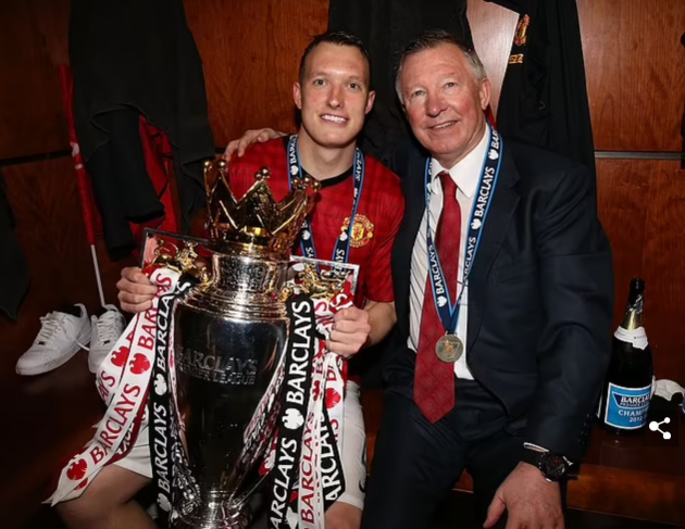 'I wish I'd enjoyed it a bit more': Phil Jones reveals his regrets over winning his only Premier League title   - Bóng Đá