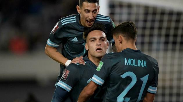 Martinez winner over Peru takes Argentina run to 25 unbeaten - Bóng Đá