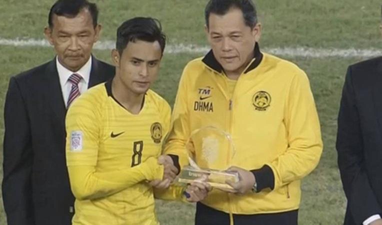 Choáng! Chơi thô bạo với Việt Nam, Malaysia vẫn nhận giải Fair-play