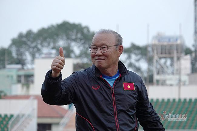 Chân sút tuyển Việt Nam dính