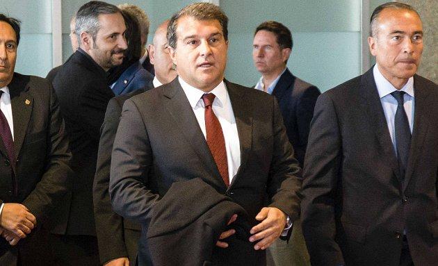 Chủ tịch Barca phá vỡ im lặng về thương vụ Wijnaldum - Bóng Đá