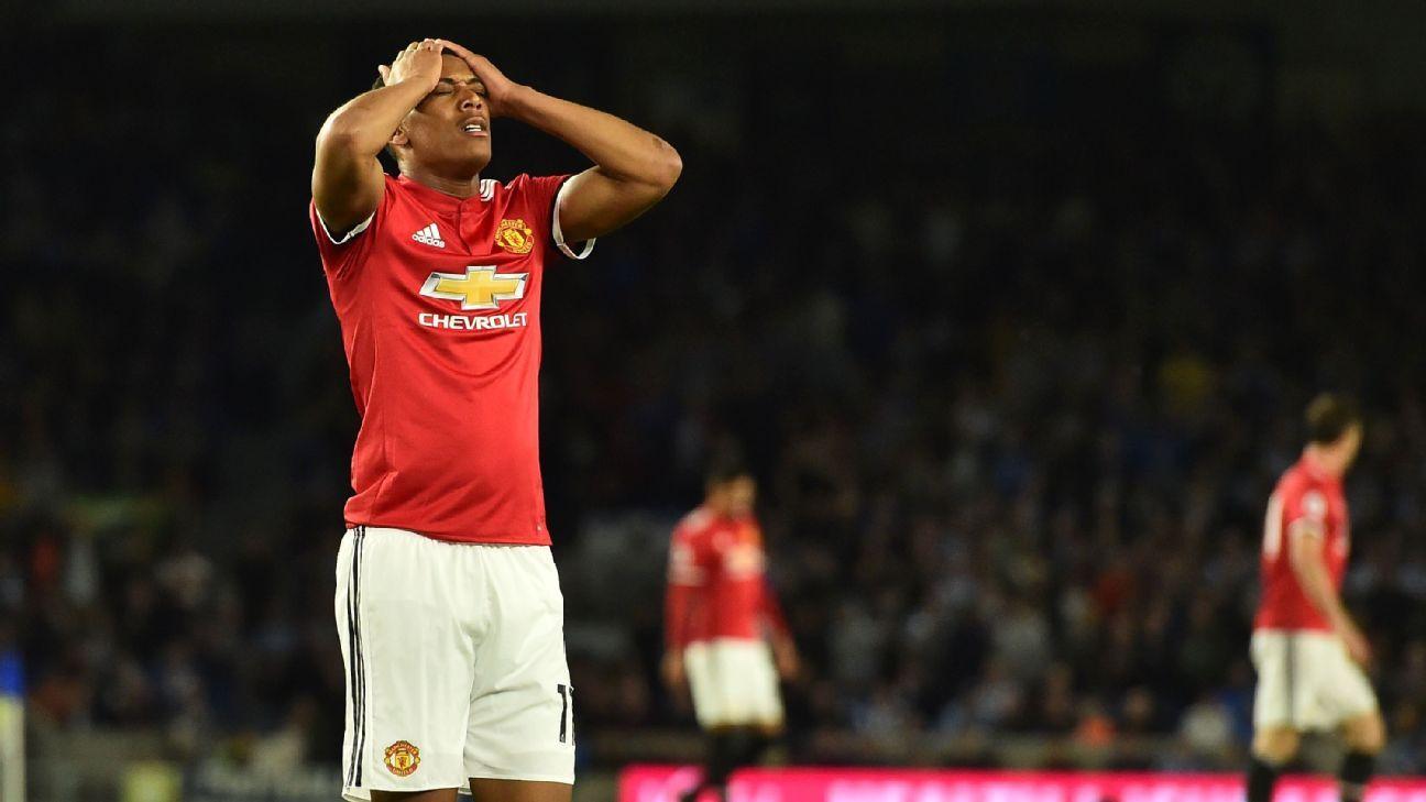 Gary Neville opens up about Jose Mourinho's problem with Man United squad - Bóng Đá