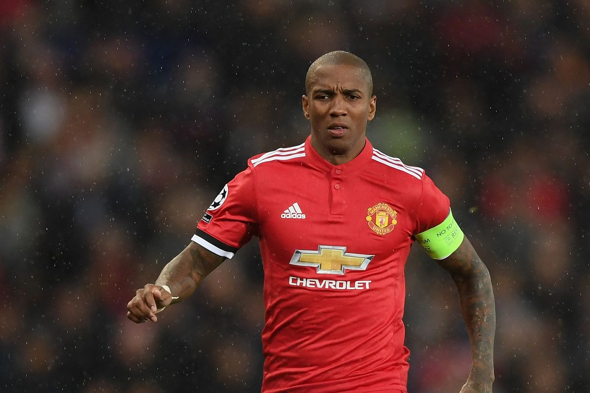 Ashley Young l Jose Mourinho favourite confirms he wants contract extension at Man United - Bóng Đá