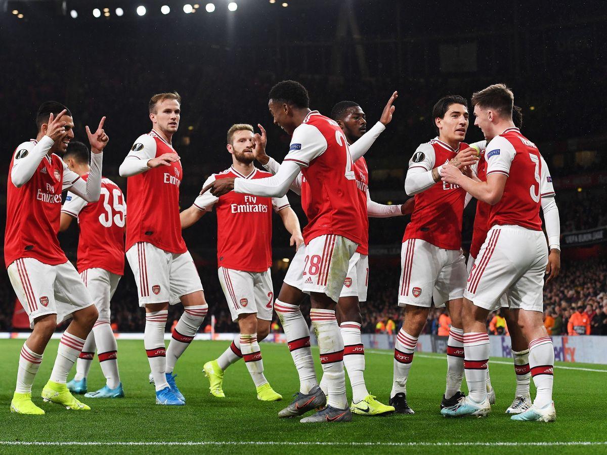 Arsenal fans fume at Unai Emery as Mesut Ozil snubbed for Standard Liege tie - 'Free Ozil' - Bóng Đá