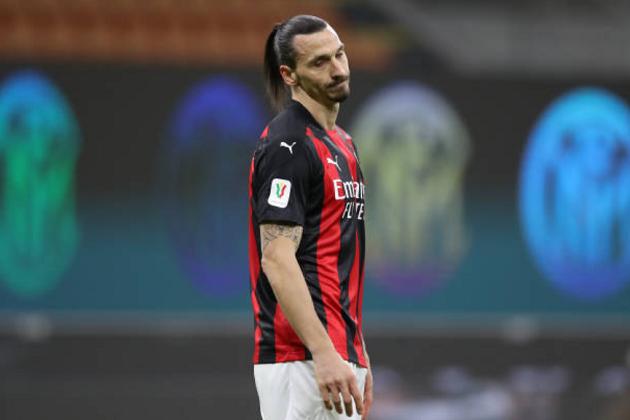Stefano Pioli hé lộ, Ibrahimovic làm một điều sau khi bị đuổi khỏi sân - Bóng Đá