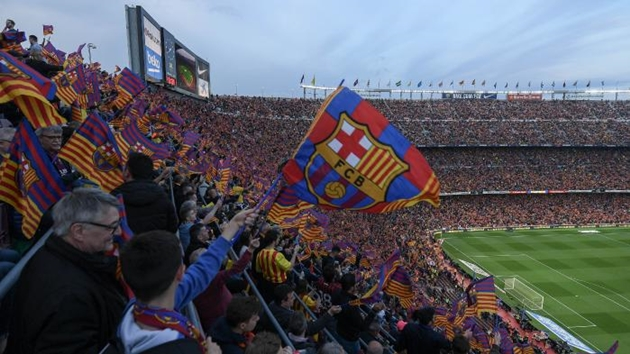 Nâng cấp sân bóng, Barcelona chuẩn bị bán luôn