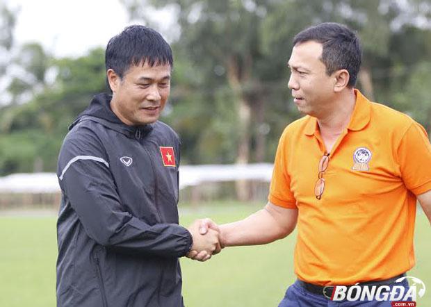 Tổng thư ký Liên đoàn bóng đá Việt Nam (VFF) - Trần Quốc Tuấn có buổi thăm chúc toàn đội có giải đấu tập huấn thành công. Trận chung kết giữa ĐT Việt Nam gặp ĐT Singapore sẽ diễn ra lúc 18h30, trước đó trận tranh hạng ba giữa Myanamar và Hong Kong (TQ) diễn ra lúc 15h30. Ảnh: Gia Minh.