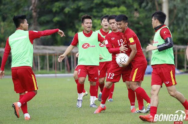 Những nụ cười luôn thường trực trên môi các cầu thủ Việt Nam trong buổi tập chiều ngày 05/06. Ảnh: Gia Minh