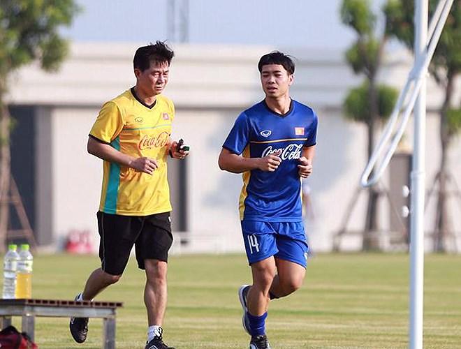 Bó kín gối Công Phượng chưa thể vào sân taaoj cùng U23 Việt Nam - Bóng Đá