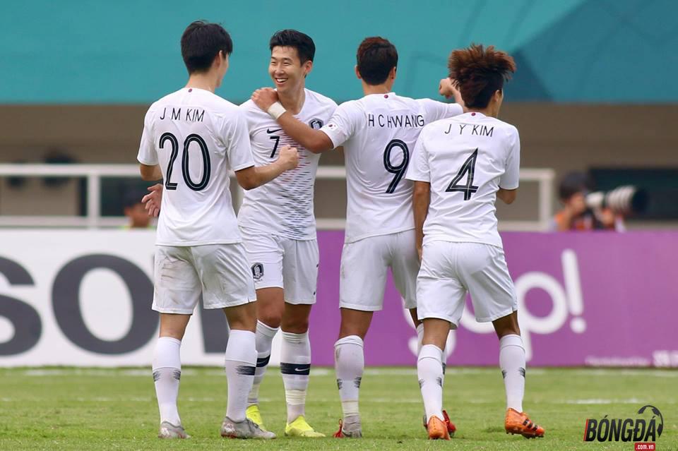 Đáng tiếc tiền vệ Son Heung Min (số 7) của Hàn Quốc không có tên. Ảnh: Huy Hùng.