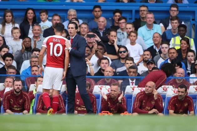 Cả huyền thoại của Man United cũng lên tiếng cảnh báo Mesut Ozil - Bóng Đá