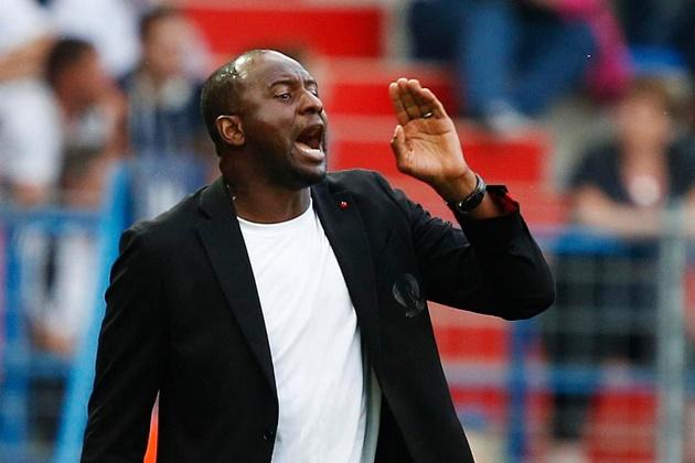 Huyền thoại Arsenal rơi vào cơn khủng hoảng ở Ligue 1 - Bóng Đá