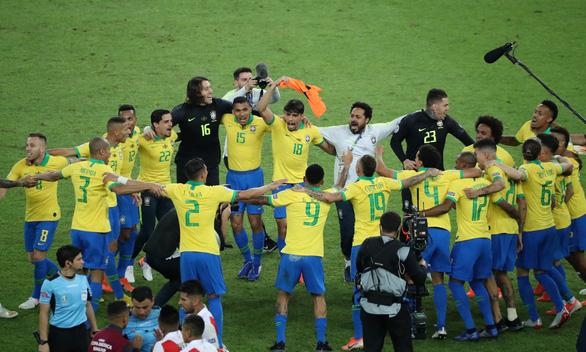 Brazil vô địch, nhưng đó là danh hiệu chưa trọn vẹn - Bóng Đá