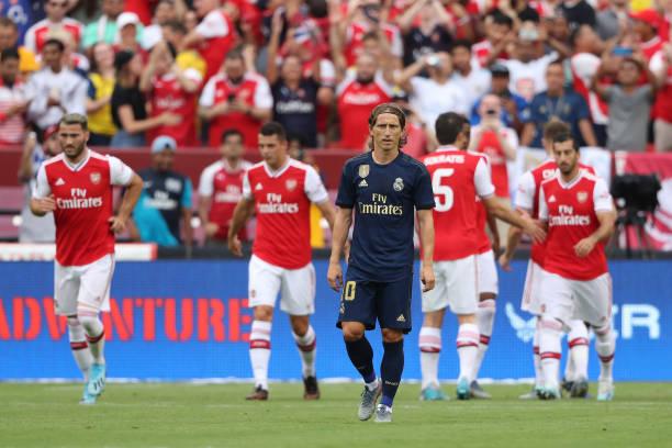 Real Madrid vượt qua Arsenal trong trận cầu có tới 2 tấm thẻ đỏ - Bóng Đá