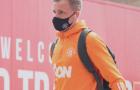 CĐV Man Utd phát cáu với Ole vì Van de Beek