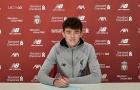 Tiền vệ U18 ký hợp đồng chuyên nghiệp với Liverpool