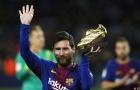 Lionel Messi khoe giày vàng trước trận