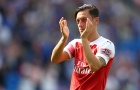 Không thể ra sân, Mesut Oezil vẫn 'đóng góp' cho Arsenal bằng cách khác