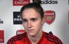 Nữ tiền đạo Arsenal khuyên các đồng nghiệp nam sống thật với giới tính