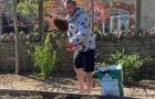 Không đá bóng, 'cáo sát thủ' Premier League vác xẻng trồng rau nuôi gà