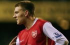 Cãi lộn từ sân vào phòng thay đồ, Bendtner 'thật sự không ưa' 1 sao Arsenal