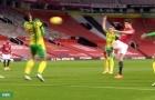 CHOÁNG: Quả volley của Maguire khiến hậu vệ West Brom nằm sân