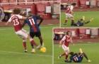 David Luiz cục súc, 'tặng' Zaha combo quét trụ + thúc đầu gối vào mặt