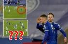 Vì sao Vardy không việt vị trong bàn thắng thứ 2 của Leicester trận Chelsea?