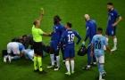 Trọng tài kéo sao Chelsea dậy phạt thẻ, Kepa làm 1 điều với Aguero đau đớn