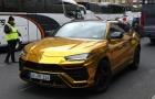 Aubameyang lái siêu xe vàng, nhảy múa hành đội bạn trong kỳ nghỉ hè