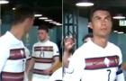 Ronaldo lắc đầu ngao ngán với đồng đội trong đường hầm