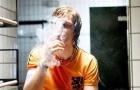 Thói quen hút thuốc của các cầu thủ và HLV mang tính biểu tượng