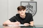 Xác nhận: Rời Man Utd, tiền vệ người Anh gia nhập Burnley
