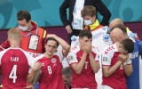 Eriksen nguy kịch, cầu thủ 2 đội bật khóc nức nở