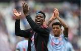 Carrick ra tận sân kéo Pogba vào đường hầm sau màn cà khịa West Ham