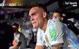 Martinez rơi nước mắt trên ghế dự bị Argentina