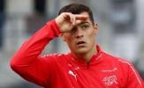 CHOÁNG! Lên ĐTQG, đội trưởng Arsenal lại 'tấu hài' bất chấp trên sân