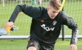 XONG! Chia tay Man Utd, 'người khổng lồ' hồi hương thi đấu