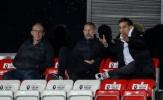 Neville: 'Europa League đang chờ đón họ'
