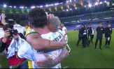 Hành động của Neymar với Messi sau trận chung kết