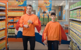 Con trai Van Persie tái hiện siêu phẩm 'Người Hà Lan bay' cực chất