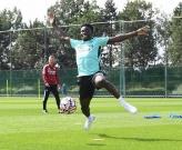 Saka rạng rỡ trong buổi tập đầu tiên khi trở lại Arsenal