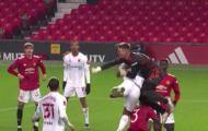 SỐC! Hai sao Man United va chạm kinh hoàng trên sân